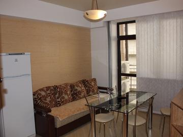021 Двухкомнатная квартира с открытым балконом и видом на море