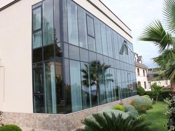 Дом с бассейном - Панорамные окна с видом на море классический стиль