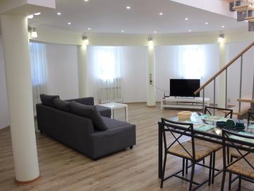 пр. Пушкина - Трехкомнатные апартаменты в двух уровнях в доме с бассейном