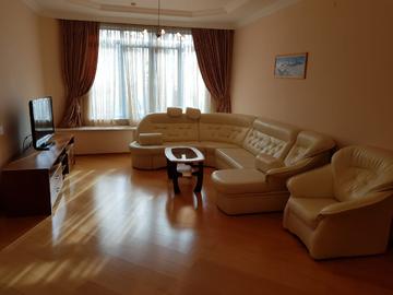 ул. Орджоникидзе - Четырехкомнатная квартира в центре