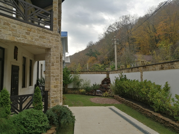 Дом на мацесте с территорией бассейном баней, спортзалом гостевым домом