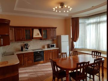 ул. Орджоникидзе - Четырехкомнатная квартира в центре города в клубном доме