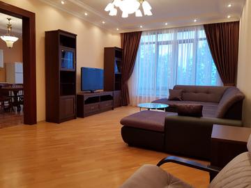 ул. Орджоникидзе - Четырехкомнатная квартира в центре в клубном доме