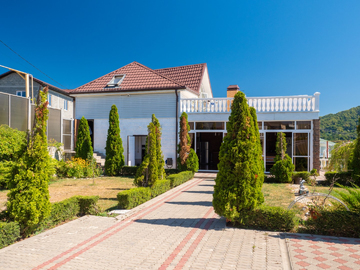 Дом + гостевой дом с панорамным видом на горы и море и бассейном