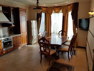 ул. Орджоникидзе - Четырехкомнатная в клубном доме на этаже две квартиры
